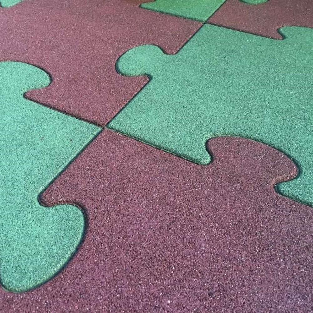 Pavimento antitrauma resistente e ad altro assorbimento